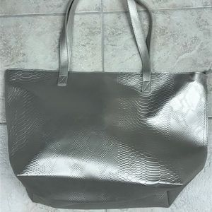 Handbags - Very large brand new silver tote!